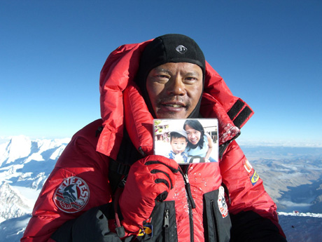 Mr Khoo Swee Chiow, a Singaporean who has 3 Mount Everest summits in 1998, 2006 & 2011!